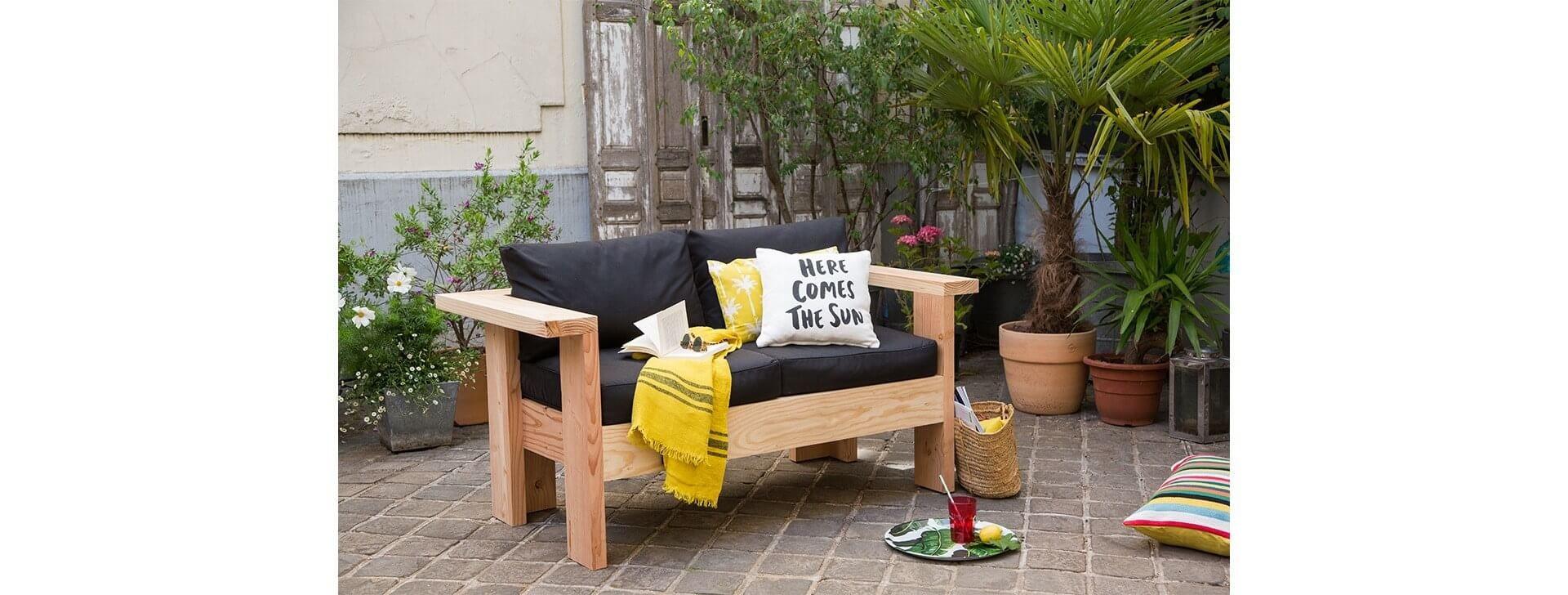 tutoriel vid o pour fabriquer un canap salon de jardin. Black Bedroom Furniture Sets. Home Design Ideas